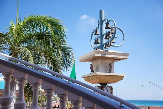 Iguana Joe's Caribbean Bar & Grill: Exterior Stairs