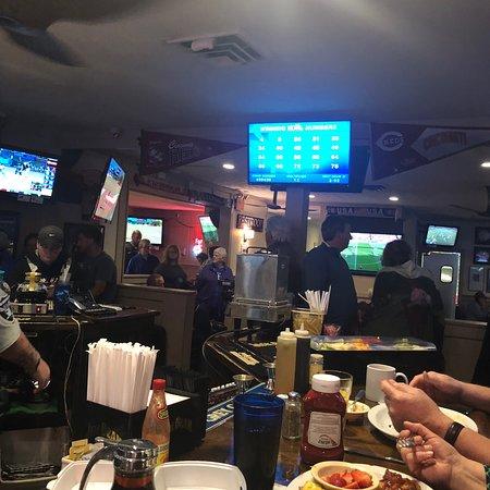 Winchell's Restaurant & Sports: photo0.jpg