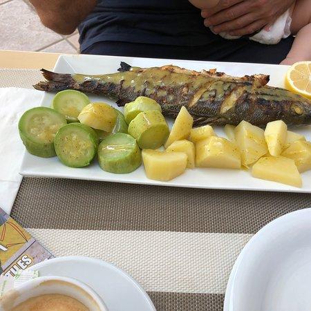 Urocze miejsce przy zatoce z dobrym jedzeniem
