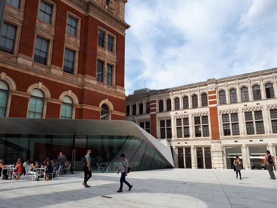 South Kensington: entrada lateral do museu