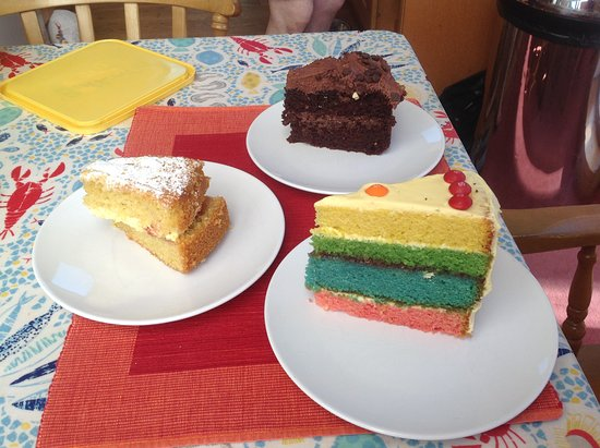 Calgary, UK: Yummy cakes from the cafe
