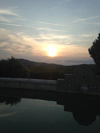 Villes-sur-Auzon, France: Vue depuis la terrasse (très grande d'ailleurs !)