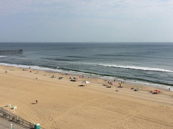 Hampton Inn Virginia Beach-Oceanfront South: View from our balcony