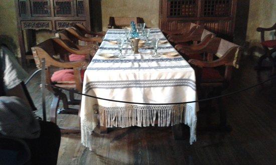 Issogne, Italië: Tavolo da pranzo