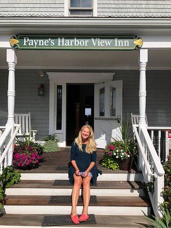 Payne's Harbor View Inn: Happy traveler on the front steps.