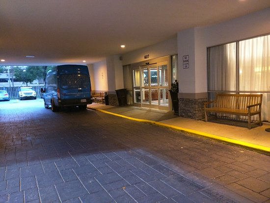 Hampton Inn Baltimore / Glen Burnie: Hotel entry.