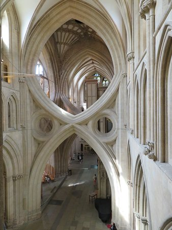 Wells Cathedral: The amazing Scissor Arches