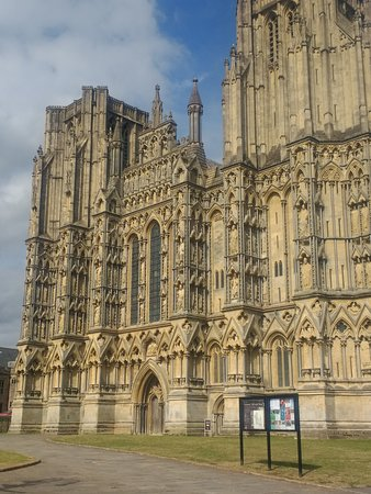 Wells Cathedral from the front
