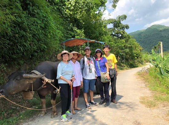 Asia Tour Advisor: Walking downhill to Trung Do Village of the Tay Minority to the Chay riverbank.