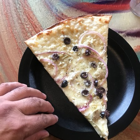 Martolli's Hand Tossed Pizza Picture