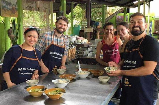 La classe di scuola di cucina Thai di