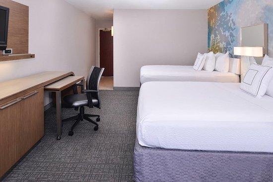 Brown Deer, WI: Guest room