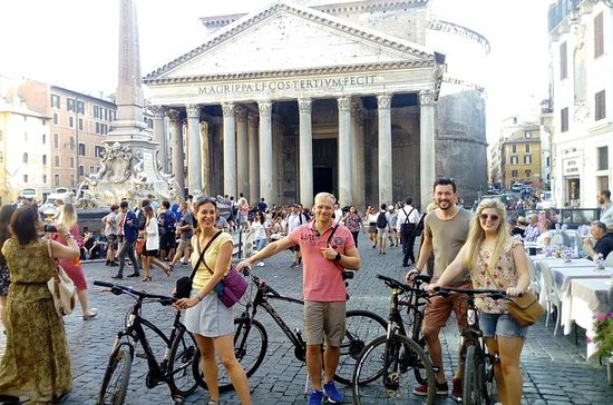 Excursão de bicicleta antiga em Roma