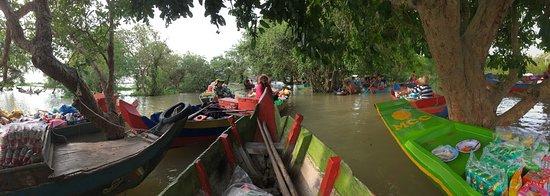 Kompong Phluk: ミニ水上マーケット(観光客用)