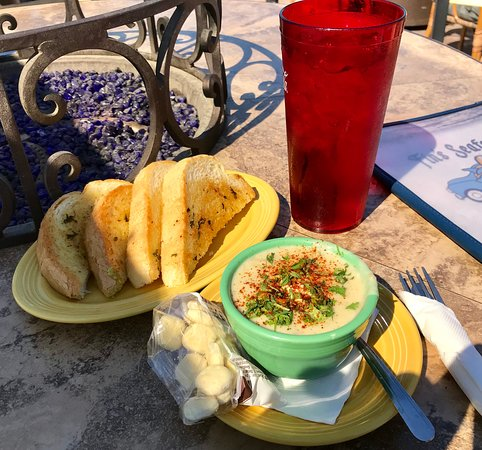Fin's: Some garlic bread and a cup of New England Clam Chowder