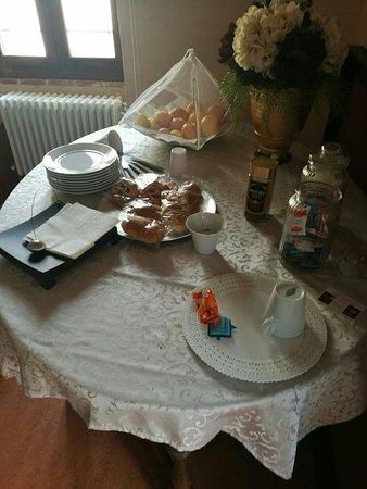 """Misera """"colazione"""" del b & b Oca Giuliva Casale di Pari"""