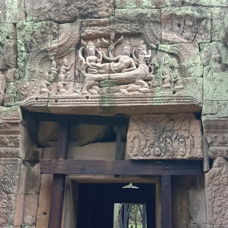 Cambo First Travel: Carving at Prea Khan 
