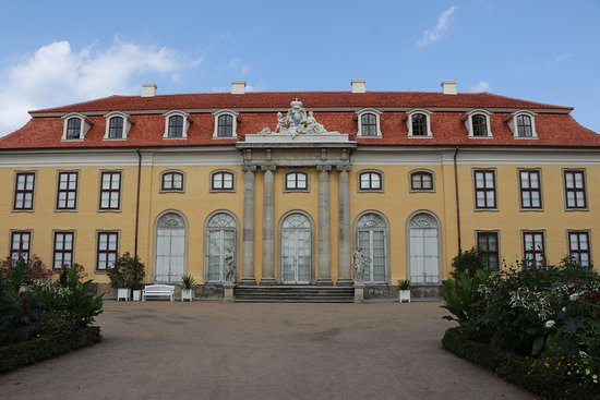 Dessau, Jerman: Mosigkau Palace from the garden