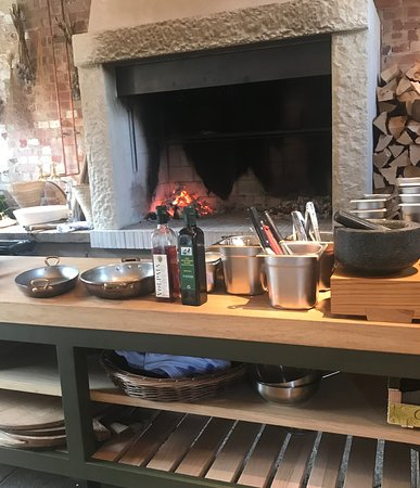 Hampshire, UK: Book ahaead to secura a place by the Hearth