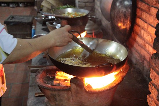 ‪‪An Binh Island‬, فيتنام: Cooking on an open flame‬