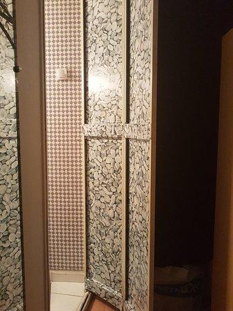 Bourgneuf-en-Retz, Francja: Salle de bain ex placard !