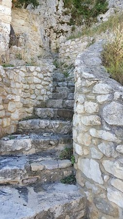Corvara, Italie: La scala in pietra che da accesso alla passeggiata-scalata
