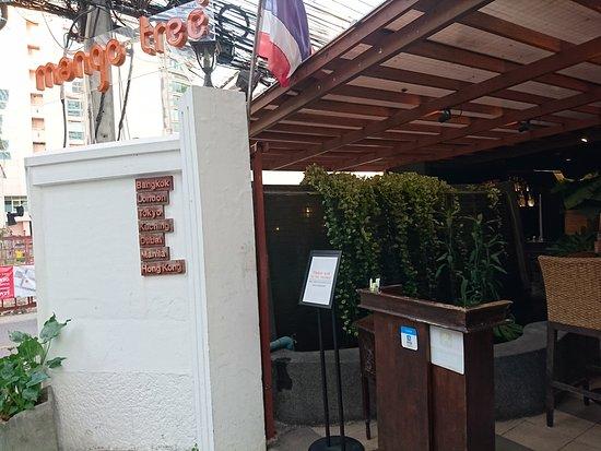 MANGO TREE Surawongse: お店の入り口
