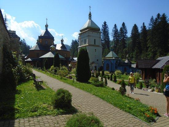 Manyava, Ukraine: Манявский Скит ( мужской древний монастырь) . Село Манява, Прикарпатье, Украина