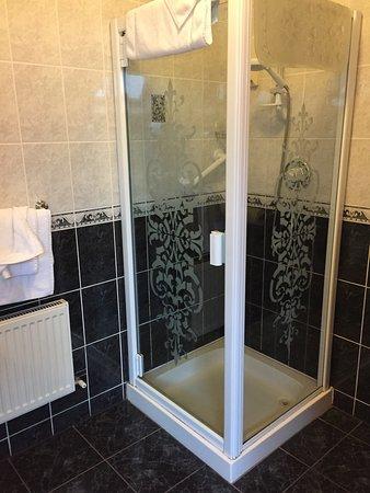 Eas Dun Lodge: Shower