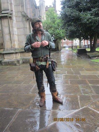 Nottingham Robin Hood Town Tour: Ezekial Bone dressed in character