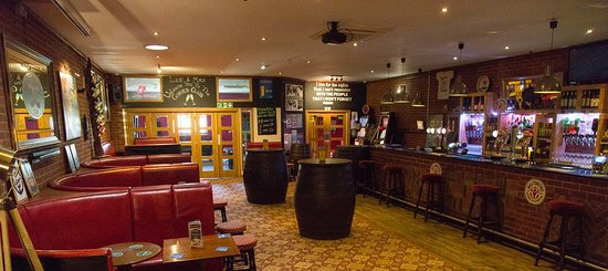 Canvey Island, UK: The Main Bar!