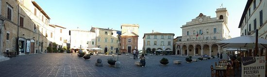 Montefalco, إيطاليا: Piazza del comune