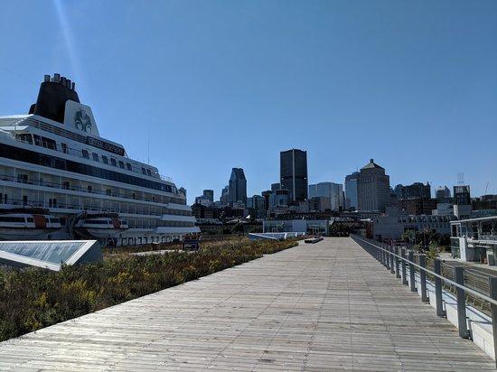 Grand Quai du Port de Montréal
