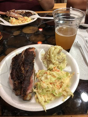 Greenacres, FL: Fall off the bone ribs and a beer..  What more can you ask for??