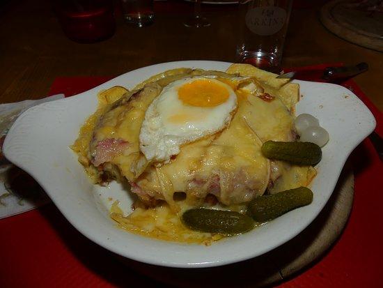 Morgins, Swiss: Croûte fromage, jambon cru et oeuf ! Un délice