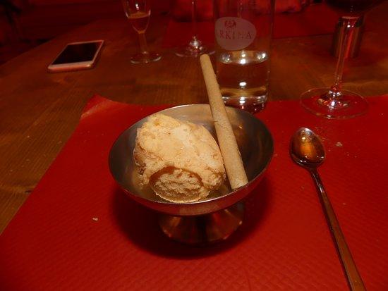 Morgins, Swiss: Glace à l'abricot du Valais. Excellent