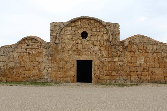 Facciata della chiesa paleocristiana di San Giovanni di Sinis
