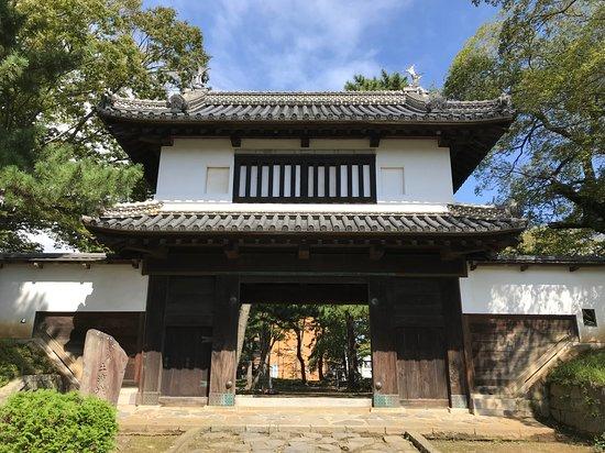Tsuchiura, Japan: こちらの太鼓櫓門がみどころ。太鼓は東櫓で見ることができます。