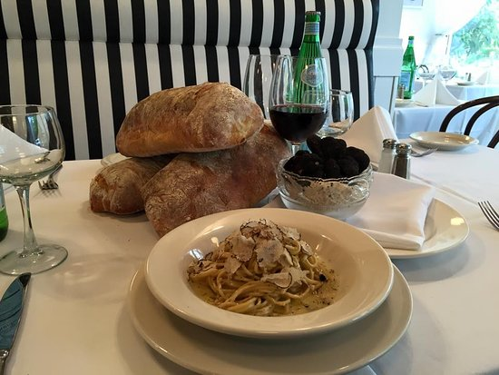 Englewood Cliffs, Νιού Τζέρσεϊ: BEST PLACE FOR ALBA TRUFFLES YEAR ROUND @ TRATTORIA CARPACCIO