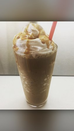 Montclair, Kalifornia: Iced and flavored coffee. Featuring PEETS Coffee