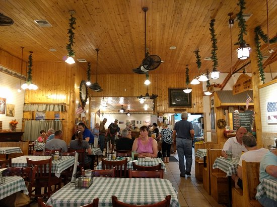 Pine Country Restaurant: inside view