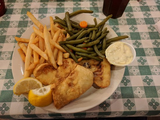 Pine Country Restaurant: generous portions (fish and chips)
