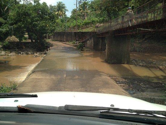Santo Domingo, El Salvador: The road in