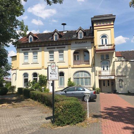 Sarstedt, Alemania: Hausansicht und Ein Doppelzimmer