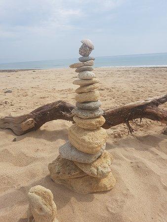 Sendero De Los Acantilados: Restos del acantilado y el mar, equilibrio perfecto.