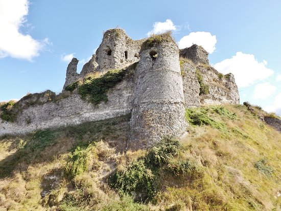 Dieppe, Francie: Outer walls and keep on Arques la Bataille ancien chateau
