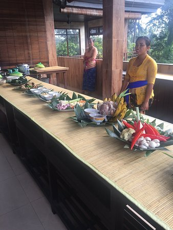 Paon Bali Cooking Class: Introducing all the local ingredients we'll be cooking with