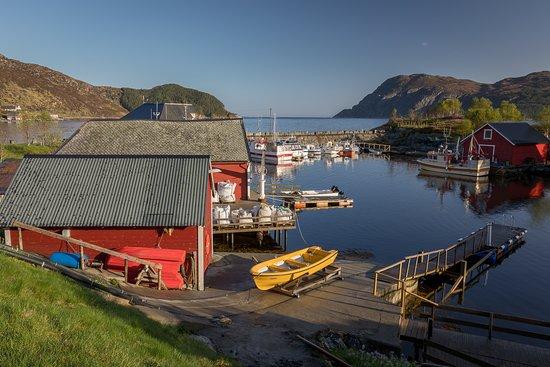Vagsoy Municipality, Norway: Den idylliske kystbygden Husevåg hvor det kun bor kun 26 fastboende.