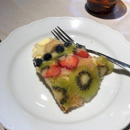 Castelnuovo di Val di Cecina, Italie : Dolce alla frutta fresca