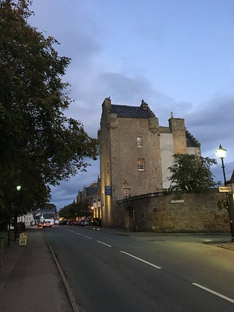 Dornoch Castle Hotel: The Hotel from the street